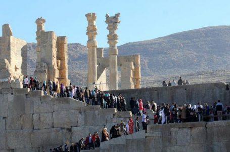 نوروز امسال اماکن فرهنگی و تاریخی فارس به بهانه کرونا ممنوع و اماکن مذهبی آزاد بود ـ شهرام صداقت